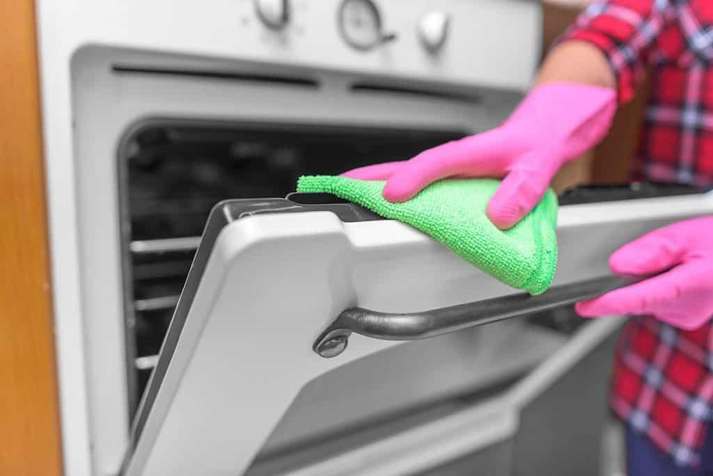Ako účinne vyčistiť rúru