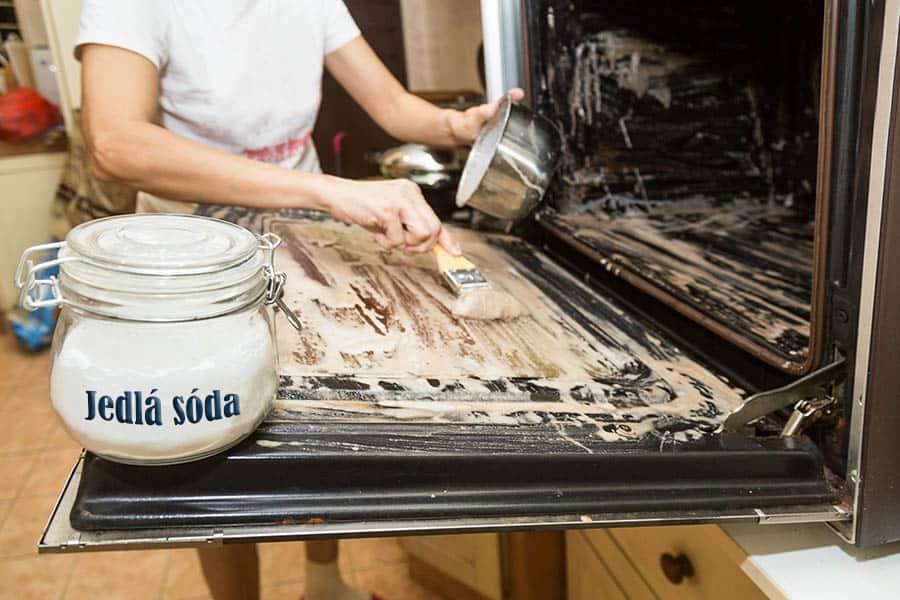 Ako vyčistiť rúru - sóda