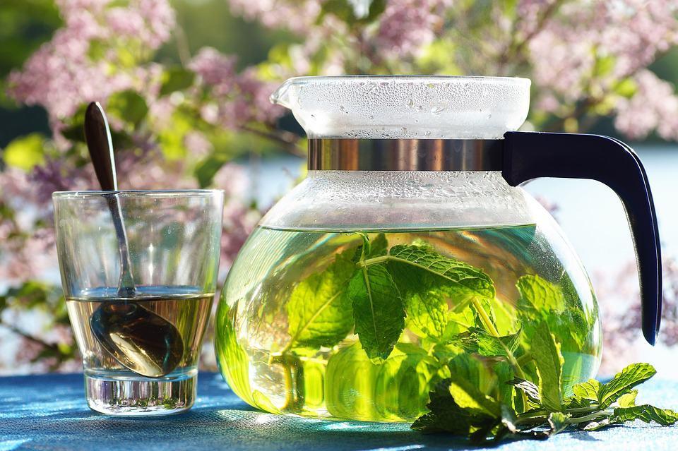 Mätový čaj a mätový sirup