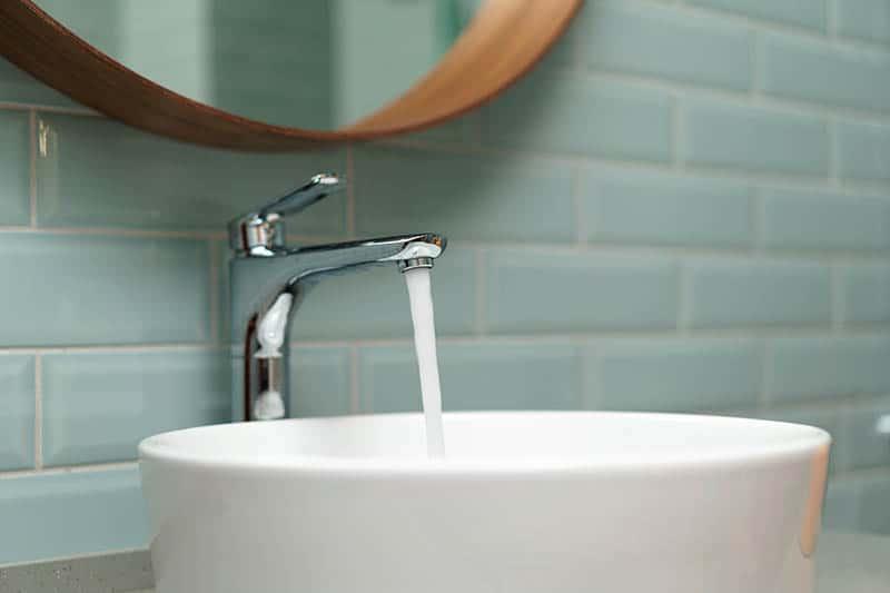 Moderné umývadlo v kúpeľni - výška umývadla v kúpeľni